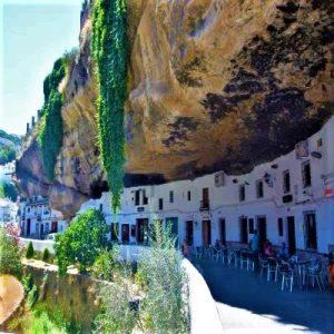 Setenil de las bodegas la cueva de la sombra pueblo blanco Cádiz Explore la Tierra square
